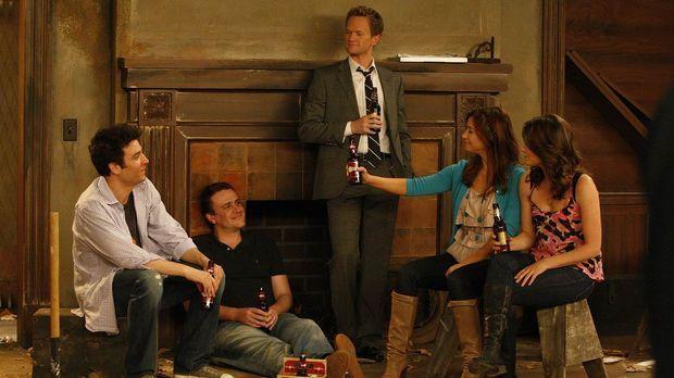 Teds Mutter Virginia heiratet zum zweiten Mal. Als Ted (Josh Radnor, l.) mit...
