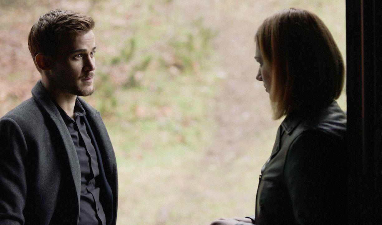Logan (Josh, Salatin, l.) erzählt Jamie (Kristen Connolly, r.) nicht den wahren Grund für sein Aussteigen aus dem Team ? - Bildquelle: 2017 CBS Broadcasting, Inc. All Rights Reserved