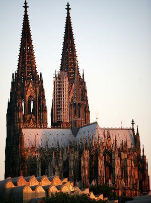 Mit seinem Bau wurde zwar im Mittelalter begonnen, nach jahrhundertelangem Baustopp wurde er jedoch erst im 19. Jahrhundert vollendet.  - Bildquelle: dpa