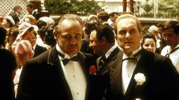 Sogar auf der Hochzeit seiner Tochter Connie darf Corleones (Marlon Brando, v...