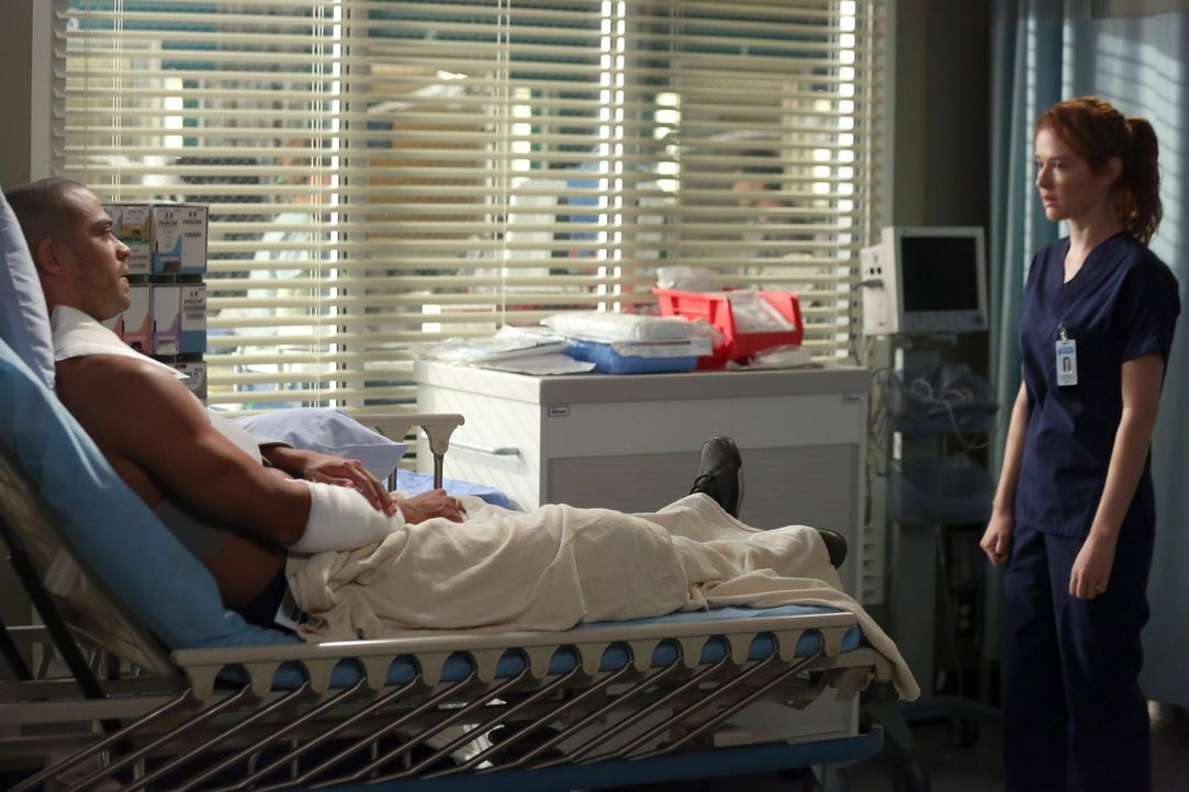 Noch immer kämpfen die Ärzte im Krankenhaus an den Folgen des schweren Sturms, bei dem auch Jackson (Jesse Williams, l.) verletzt wurde. April (Sa... - Bildquelle: ABC Studios