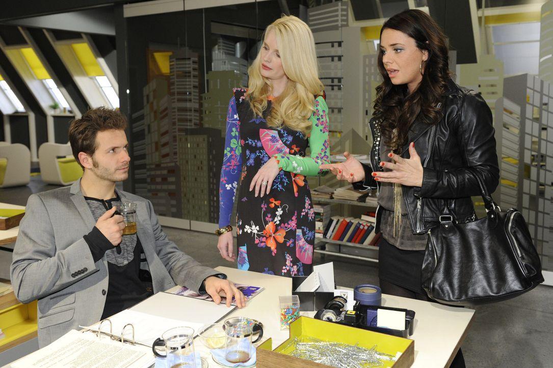 Müssen widerwillig zusammen arbeiten: Enrique (Jacob Weigert, l.), Monika Hubstedt (Mirja du Mont, M.) und Paloma (Maja Maneiro, r.) ... - Bildquelle: SAT.1
