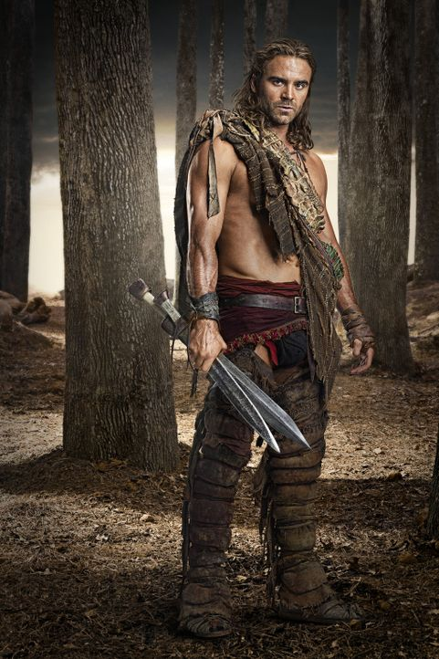 Sein Fähigkeiten mit dem Schwert werden nur von seinem Durst nach Wein und Frauen übertroffen: Gannicus (Dustin Clare) ... - Bildquelle: 2011 Starz Entertainment, LLC. All rights reserved.