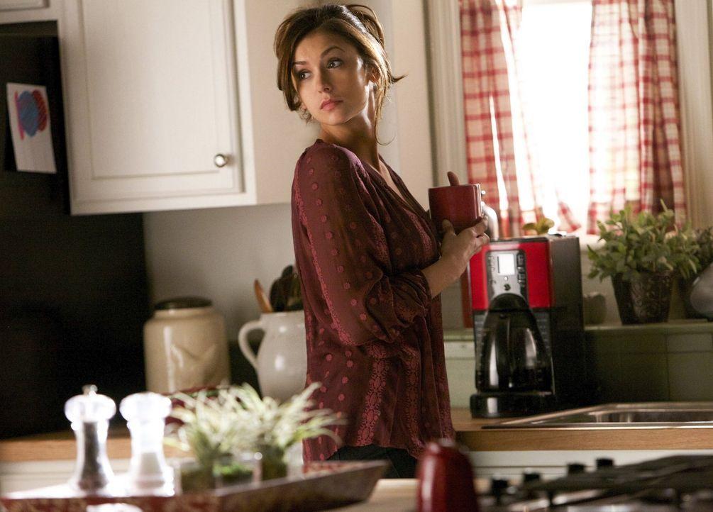 Elena (Nina Dobrev) und Stefan haben konfuse Träume und Visionen, in denen sie sich in einer alternativen Realität wiederfinden ... - Bildquelle: Warner Brothers