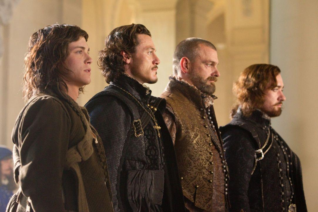 Schon bald müssen die Musketiere, (v.l.n.r.) D'Artagnan (Logan Lerman), Aramis (Luke Evans), Porthos (Ray Stevenson) und Athos (Matthew MacFadyen),... - Bildquelle: 2011 Constantin Film Verleih GmbH.