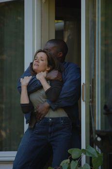 Wege aus der Hölle - Debbie (Lea Thompson, l.) ist eine liebevolle Hausfrau u...