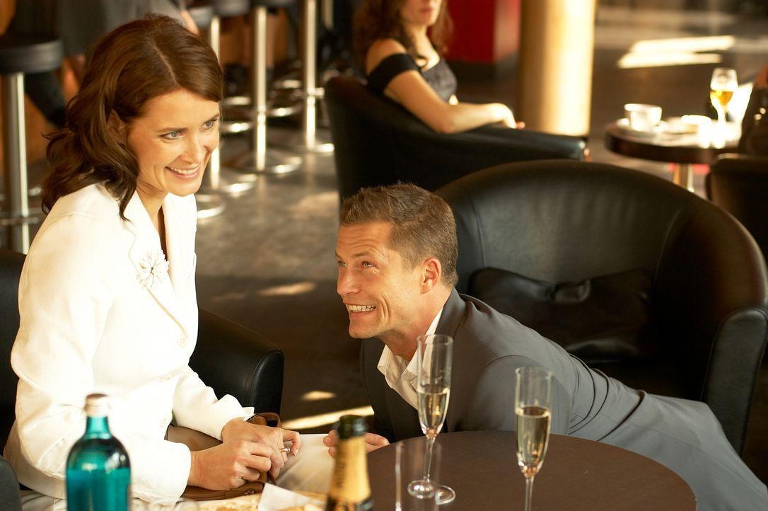 Mara (Anja Kling, l.) will Fred (Til Schweiger, r.) nur heiraten, wenn ihr nervtötender Sohn ihn akzeptiert. Um dessen Zustimmung zu bekommen, ist Fred zu allem bereit ...