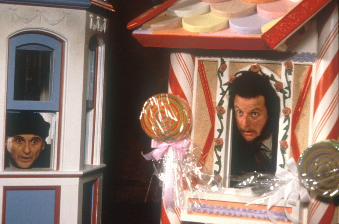 Keine Chance gegen klein Kevin: Harry (Joe Pesci, l.) und Marv (Daniel Stern, r.) sitzen wie immer in der Falle ... - Bildquelle: 20th Century Fox Film Corporation