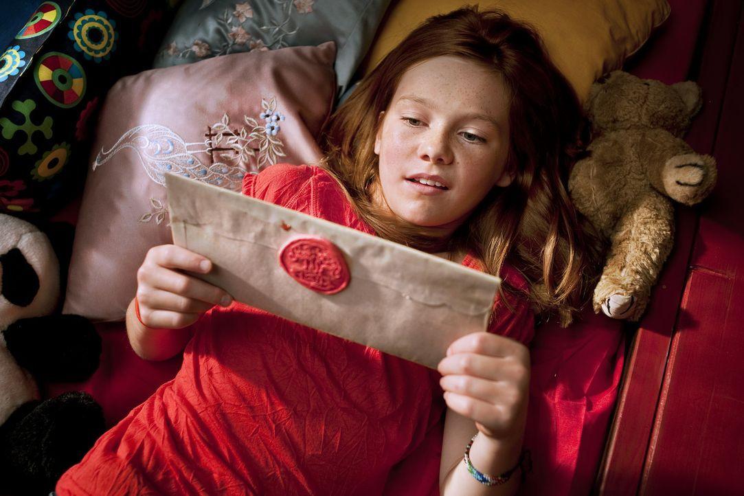 Im beschaulichen Deutschland bekommt Hexe Lilli (Alina Freund) einen Brief aus dem Orient. Großwesir Guliman braucht dringend ihre Hilfe. Auf dem T... - Bildquelle: Disney