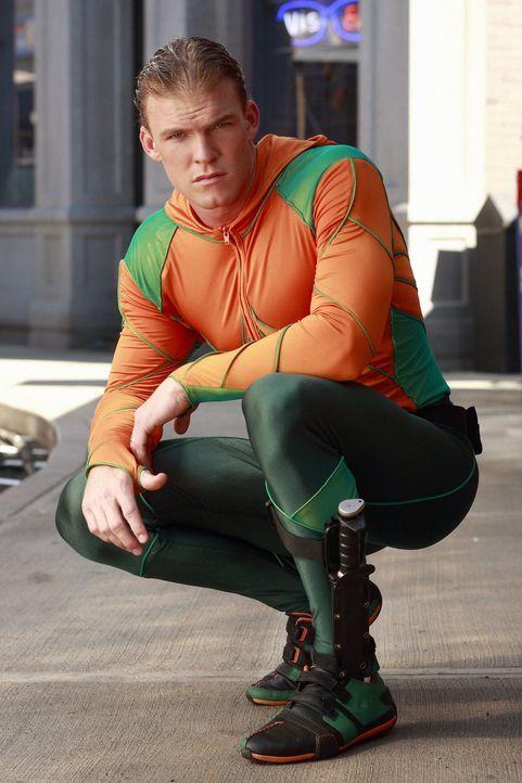 Für eine besonders schwierige Mission muss Clark die Justice League zusammentrommeln, in der sich auch Aquaman (Alan Ritchson) befindet ... - Bildquelle: Warner Bros.
