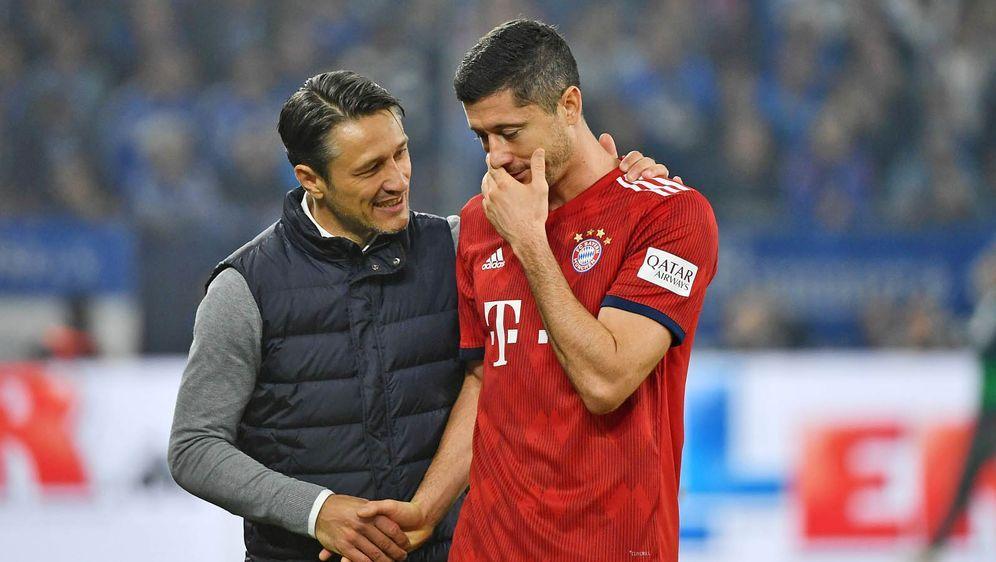 Niko Kovac (li.) soll Stürmer Robert Lewandowski zum dritten Bayern-Kapitän ... - Bildquelle: imago/Jan Huebner
