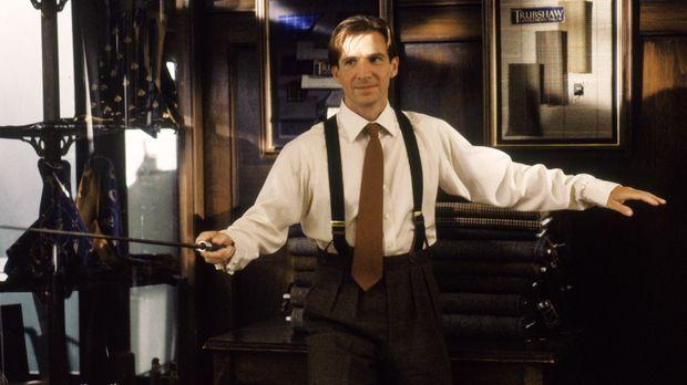 Mit dem Spezialagenten John Steed (Ralph Fiennes) ist nicht zu spaßen! © Warn...