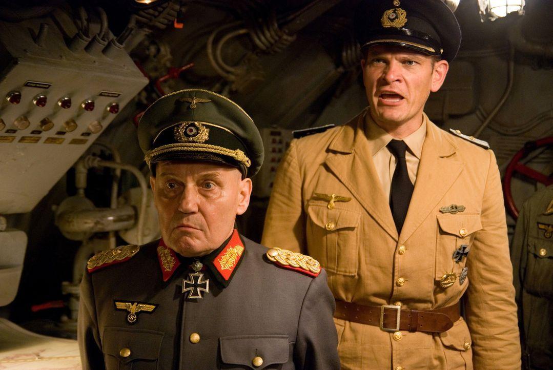 Während General Strasser (Jürgen Schornagel, l.) sein ganz eigenes Ding drehen möchte, glaubt Oberleutnant von Stetten (Götz Otto, r.) an seine Miss...