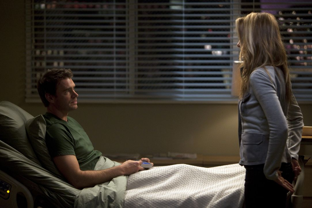 Henry (Scott Foley, l.) ist erstaunt, denn Teddy (Kim Raver, r.) trifft eine überraschende Entscheidung bezüglich ihres Liebeslebens - und ihrer Z... - Bildquelle: ABC Studios