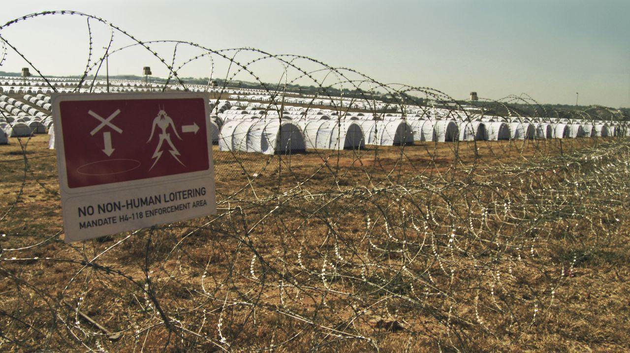 Als vor über 20 Jahren außerirdische Flüchtlinge auf der Erde landeten, wurden sie in einem Notauffanglager interniert - in Johannesburg im Distr... - Bildquelle: 2009 District 9 Ltd. All Rights Reserved.