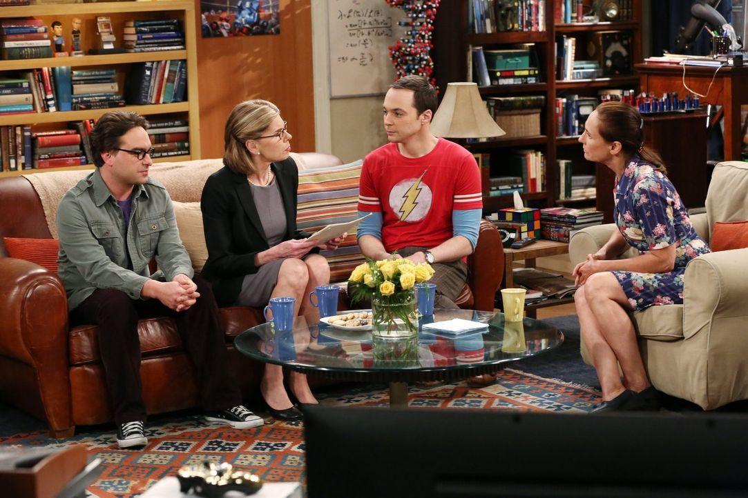 Nur für Sheldon (Jim Parsons, 2.v.r.) ist das Treffen seiner Mutter Mary (Laurie Metcalf, r.) und Leonards (Johnny Galecki, l.) Mutter Beverly (Chri... - Bildquelle: Warner Bros. Television