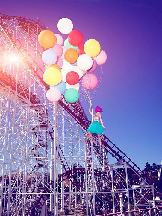 GNTM-Stf09-Epi03-BallonShooting-Laura-ProSieben-Brian-Bowen-Smith