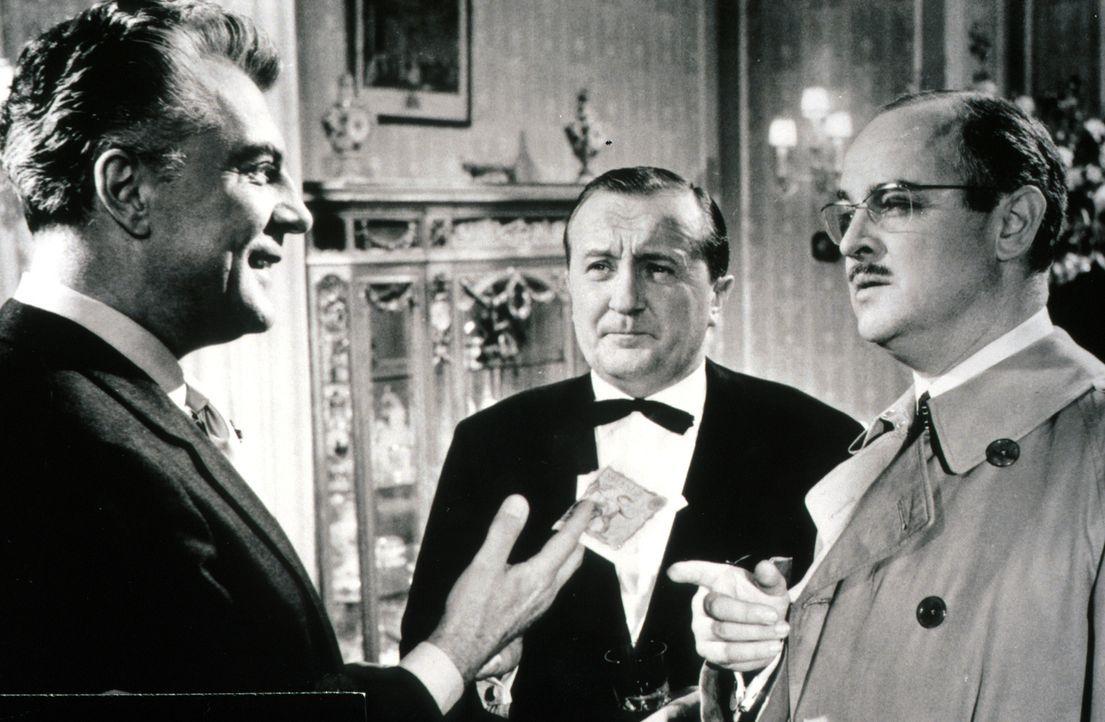 Dr. Wells (Victor de Kowa, l.) hegt eine eigene Theorie über die Motive des Mörders. Inspektor Bourke (Siegfried Lowitz, M.) und sein Kollege Rouper... - Bildquelle: Constantin Film