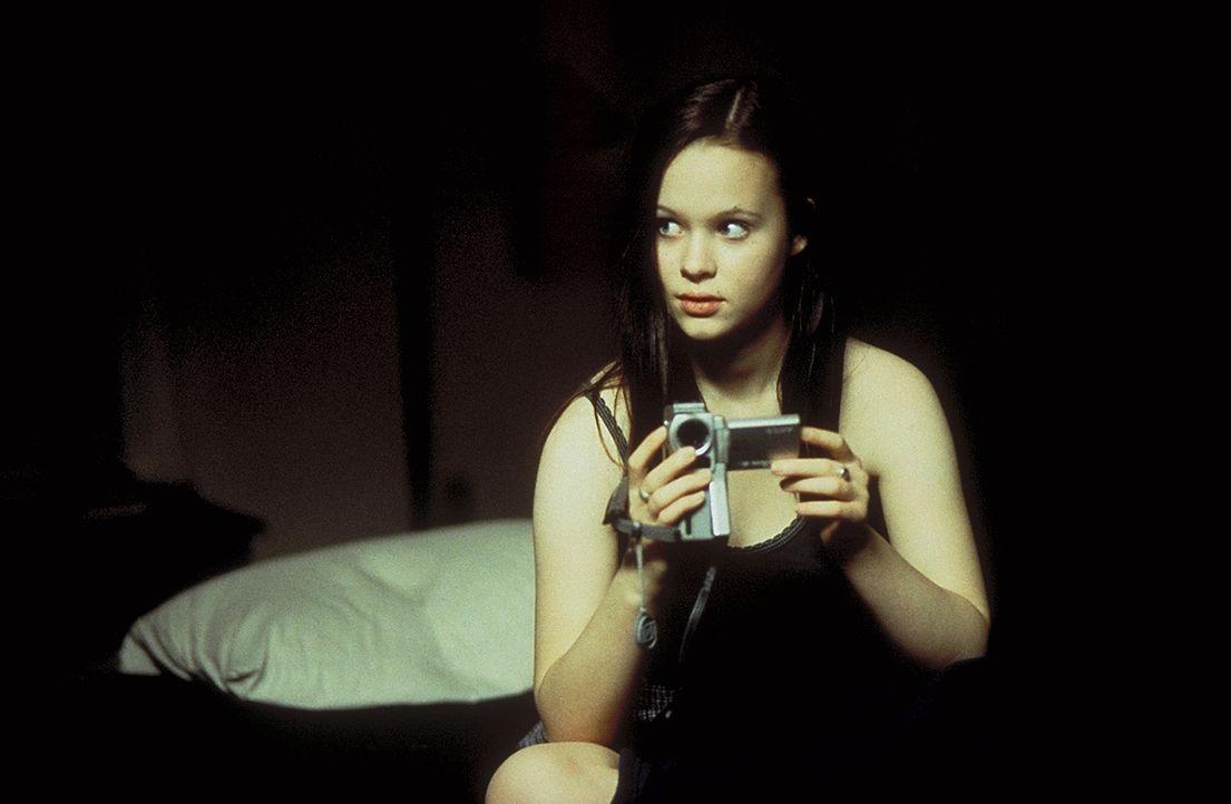 Immer stärker fühlt sich Jane (Thora Birch) zu dem gestörten Drogendealer von nebenan hingezogen ... - Bildquelle: Lorey Sebastian TM+  1999 DreamWorks LLC. All Rights Reserved.