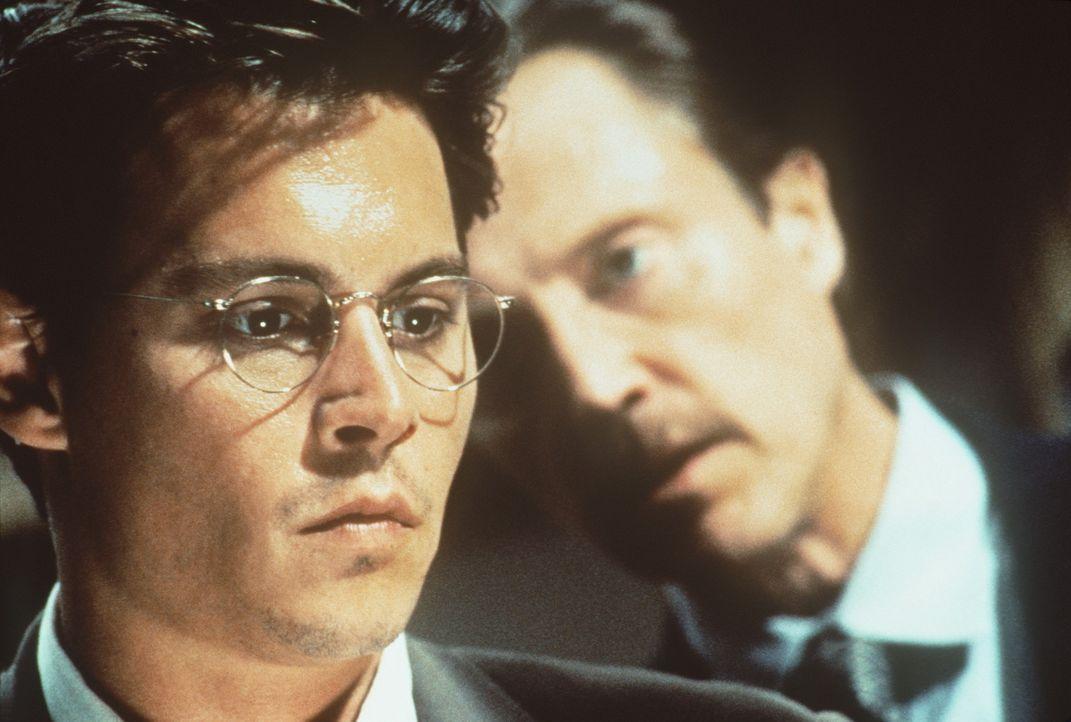 Um seinen Forderungen Nachdruck zu verleihen, entführt Mr. Smith (Christopher Walken, r.) die Tochter des harmlosen Steuerberaters Gene Watson (Joh... - Bildquelle: Paramount Pictures