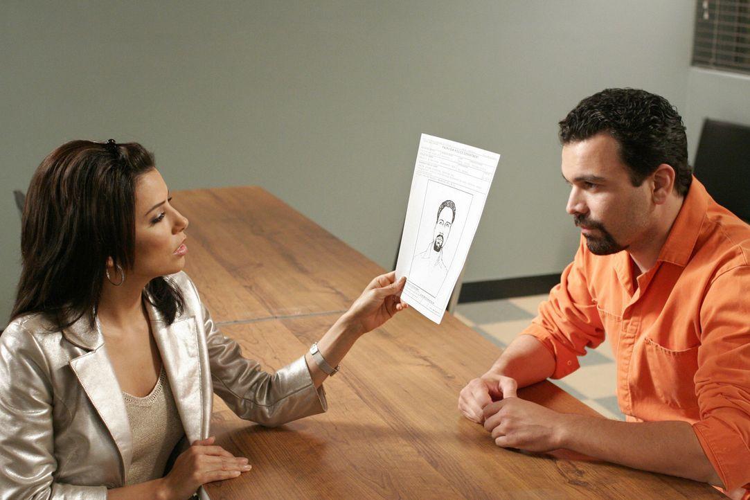 Gabrielle (Eva Longoria, l.) besucht Carlos (Ricardo Antonio Chavira, r.) der wieder hinter Gittern sitzt. Er bittet Gabrielle ihre Affäre zuzugeben... - Bildquelle: Touchstone Pictures