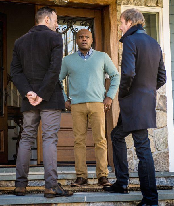 Die Entführer sind bereit, Watson herauszugeben, wenn sie im Gegenzug von Sherlock (Jonny Lee Miller, l.) und Mycroft (Rhys Ifans, r.) einen gewisse... - Bildquelle: CBS Television