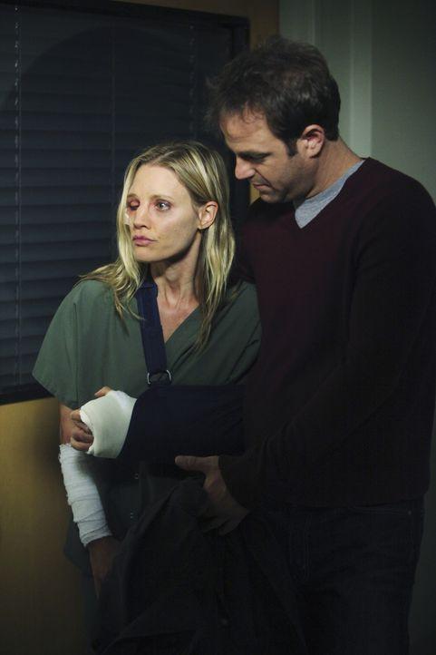 Cooper (Paul Adelstein, r.) ahnt nicht, was seine Freundin Charlotte (KaDee Strickland, l.) wirklich durchgemacht hat ... - Bildquelle: ABC Studios