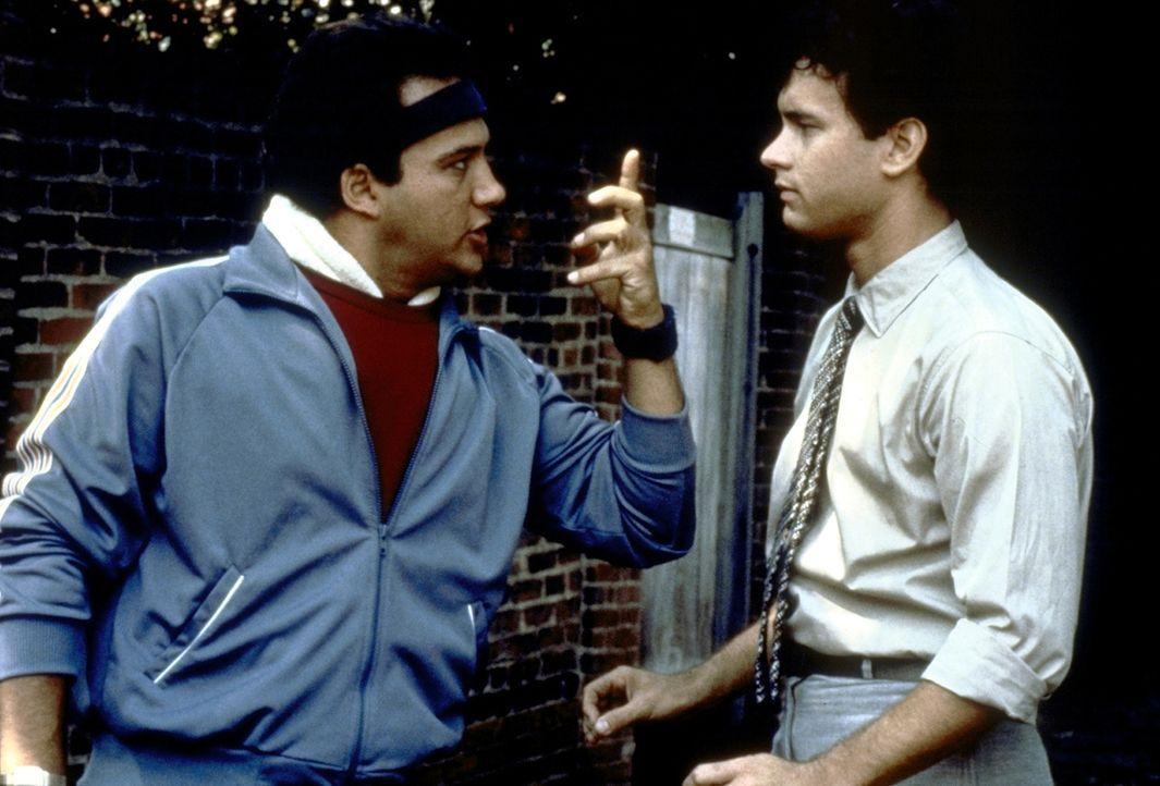 Richards (Tom Hanks, r.) Freund Morris (James Belushi, l.) ist immer für einen Spaß zu haben. - Bildquelle: 20th Century Fox Film Corporation