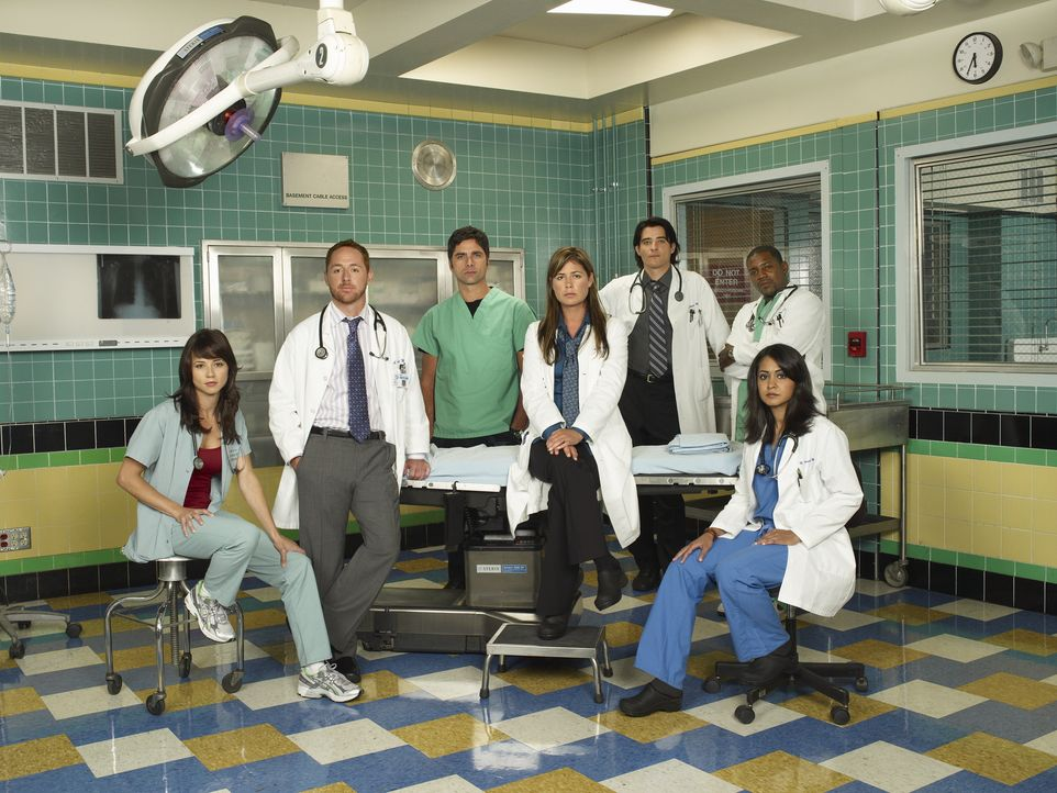 (14. Staffel) - Die wackere Truppe der Notaufnahme: Samantha Taggart (Linda Cardellini, l.), Dr. Morris (Scott Grimes, 2.v.l.), Tony Gates (John Sta... - Bildquelle: Warner Bros. Television