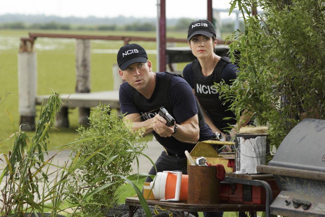 Bei den Ermittlungen in einem neuen Mordfall: Brody (Zoe McLellan, r.) und Lasalle (Lucas Black, l.) ... - Bildquelle: 2014 CBS Broadcasting Inc. All Rights Reserved.