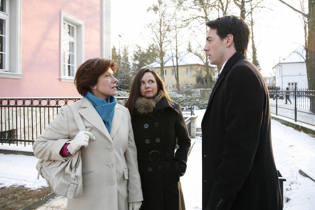 Mark (Arne Stephan, r.) ist sprachlos, als seine Mutter Gerda Gabor (Martina Kurz, l.) nichts von ihm wissen will ... - Bildquelle: SAT.1