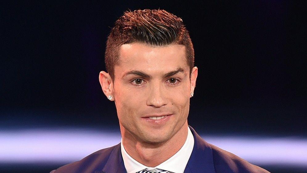Ronaldo wird mit dem Ballon d'Or geehrt - Bildquelle: PIXATHLONPIXATHLONSID