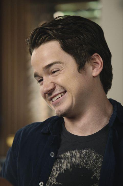Jules wird von Tag zu Tag gefühlsduseliger, denn bald naht der Tag an dem Travis (Dan Byrd) zum Studieren umziehen wird. Komischerweise steckt sie... - Bildquelle: 2010 ABC INC.