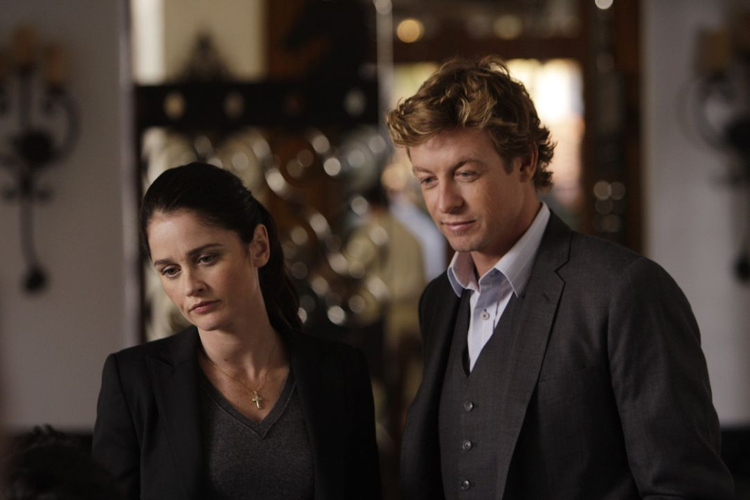 Claire Wolcott wird ermordet in einem Hotelzimmer gefunden. Sie scheint dort die Nacht mit ihrem Liebhaber Paul verbracht zu haben, der angeschossen... - Bildquelle: Warner Bros. Television