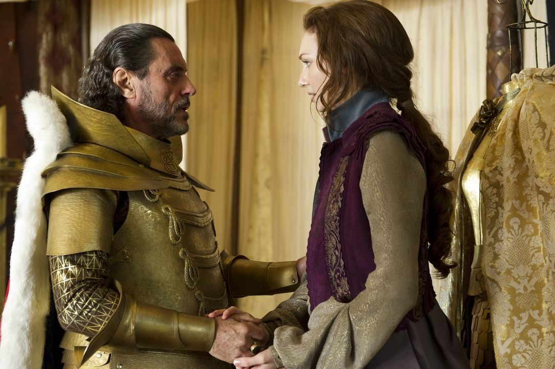 König Brahmwell (Ian McShane, l.) hat Zukunftspläne für seine schöne Tochter Prinzessin Isabelle (Eleanor Tomlinson, r.), die dieser gar nicht gefal... - Bildquelle: Warner Brothers