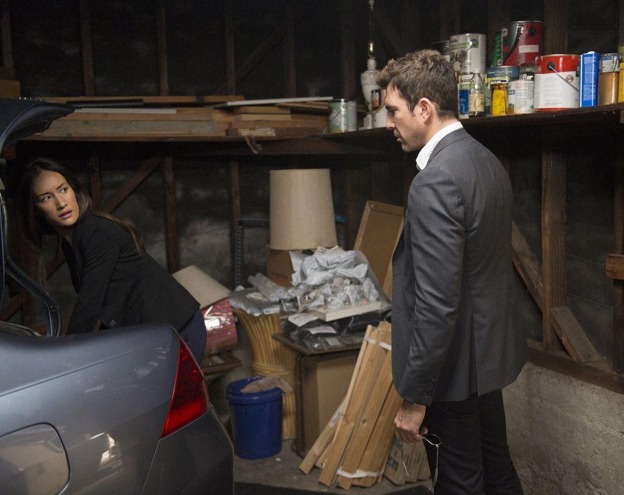 Ein Wettlauf mit der Zeit beginnt für Beth (Maggie Q, l.) und Jack (Dylan McDermott, r.) ... - Bildquelle: Warner Bros. Entertainment, Inc.