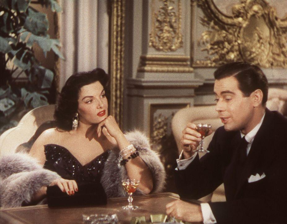 Dorothy (Jane Russell, l.) begegnet dem Privatdetektiv Erni Malone (Elliott Reid, r.) zwar mit einer gewissen Skepsis, findet ihn aber doch recht an... - Bildquelle: 20th Century Fox Film Corporation