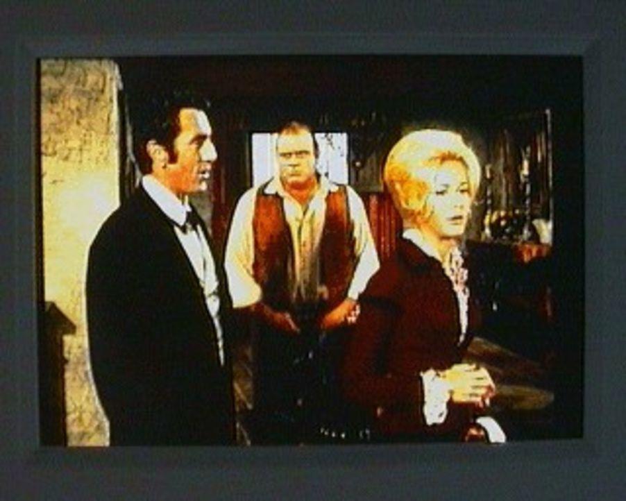 Auf der Flucht vor ihrem Ehemann, einem gesuchten Bankräuber und Mörder, findet Laurie Adams (Joan Van Ark, r.) Zuflucht auf der Ponderosa. Dort beo... - Bildquelle: Paramount Pictures