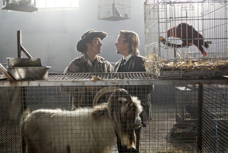 Gehen über Leichen für ein lukratives Geschäft: Großwildjäger Thor Van Sneider (Tobias Moretti, l.) und Zoodirektor Kellermann (Justus von Dohnányi,... - Bildquelle: Sony Pictures