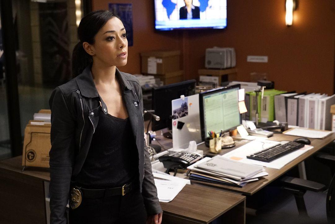 Steht Lee und Carter bei den Ermittlungen zur Seite: Didi (Aimee Garcia) ... - Bildquelle: Warner Brothers