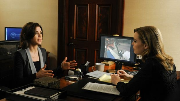 Alicia (Julianna Margulies, l.) muss sich bei ihrem neusten Fall mit Will her...