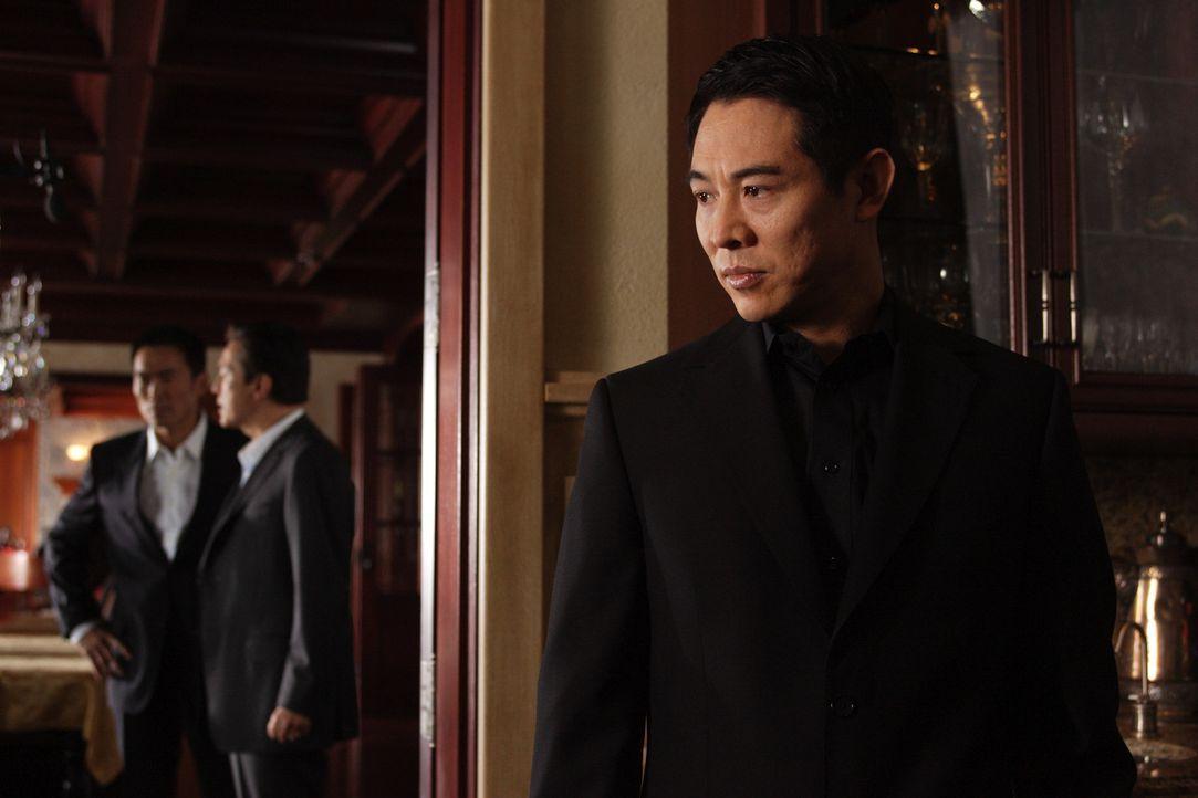 Der gerissene Rogue (Jet Li) zettelt einen Krieg zwischen dem Yakuza Boss Shiro und Triaden Anführer Chang an, um seine Verfolger gegeneinander aus... - Bildquelle: Constantin Film
