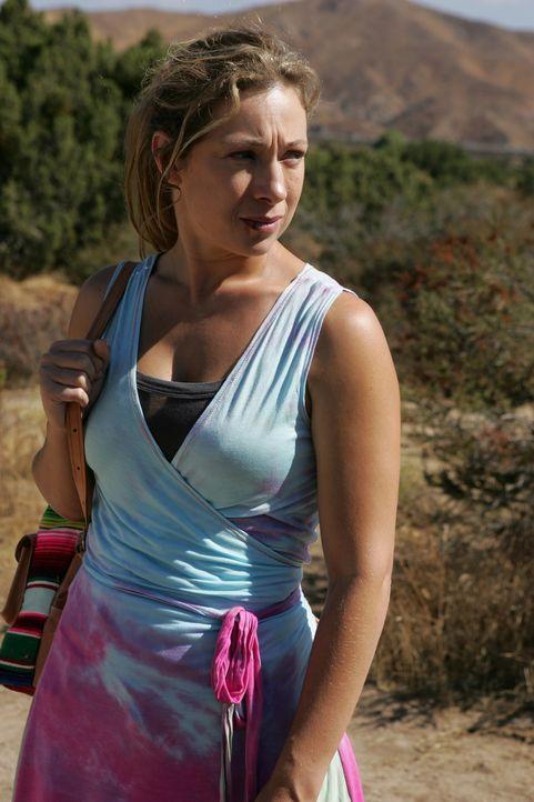 Hat Lucy (Alex Kingston) etwas mit der Entführung ihres Mannes zu tun? - Bildquelle: Warner Bros. Entertainment Inc.