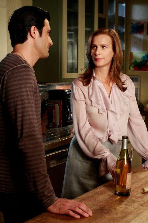 Luc (Gilles Marini, l.) ist von Sarahs (Rachel Griffiths, r.) möglicher Schwangerschaft zutiefst berührt ... - Bildquelle: 2010 American Broadcasting Companies, Inc. All rights reserved.