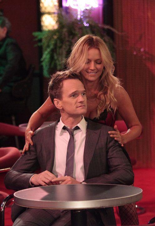 Wie wird es mit Barney (Neil Patrick Harris, l.) und Quinn (Becki Newton, r.) nur weitergehen? - Bildquelle: 20th Century Fox International Television