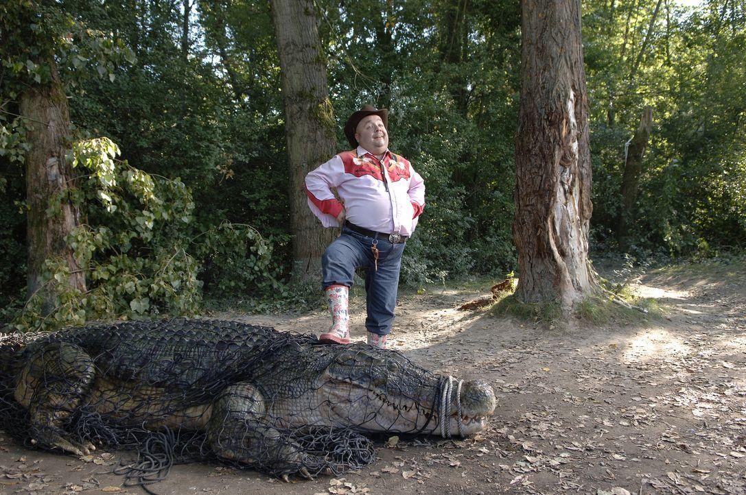 Auf Krokodiljagd in Regensburg: Bützje (Dirk Bach) ... - Bildquelle: Laurent Trümper ProSieben