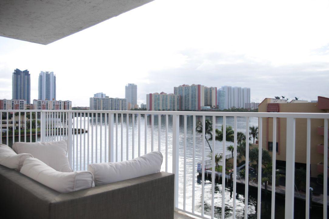 Eine Wohnung direkt am Wasser von South Beach, diesen Traum möchte sich der Projektmanager Stephen erfüllen, doch sein Budget begrenzt sich auf $300... - Bildquelle: 2014,HGTV/Scripps Networks, LLC. All Rights Reserved