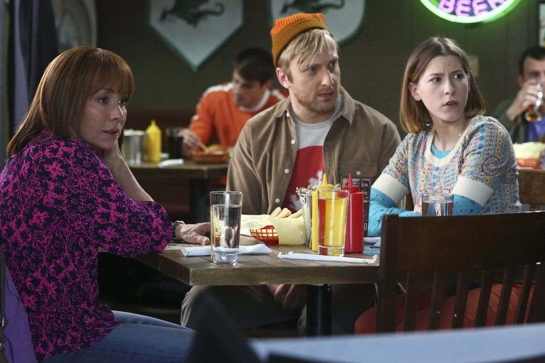 (v.l.n.r) Frankie (Patricia Heaton); Jeremy (Will Green); Sue (Eden Sher) - Bildquelle: Warner Brothers