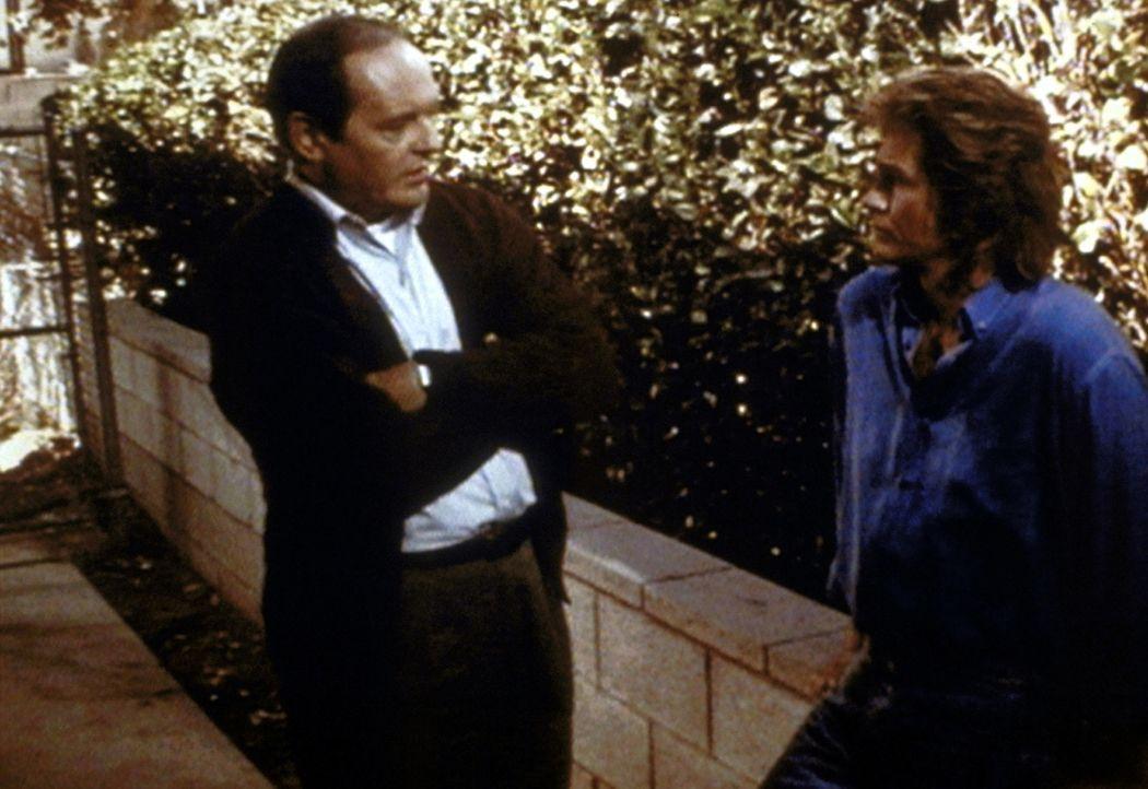 Tobias (Dennis Lipscomb, l.) wendet sich ratsuchend an Jonathan (Michael Landon, r.). - Bildquelle: Worldvision Enterprises, Inc.