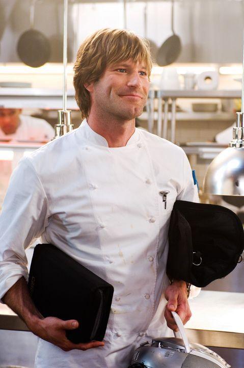 Schlagfertig, charmant und immer fröhlich präsentiert sich der neue Koch Nick (Aaron Eckhart) in dem Manhattner Nobelrestaurant. Alle sind über d... - Bildquelle: Warner Bros.